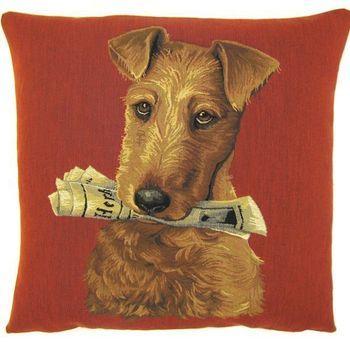 """""""Dog with newspaper""""  Belgische tapisserie kussen"""