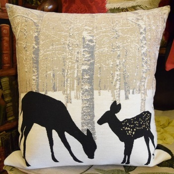 """Snow forest with deers""  Tapisserie Belge coussin"