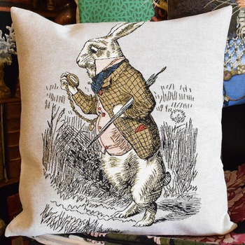 """""""Alice au pays des merveilles, Lapin, I shall be to late""""   Tapisserie Belge coussin"""
