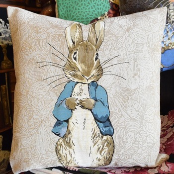 """Beatrix potter, Peter rabbit""   Tapisserie Belge coussin"