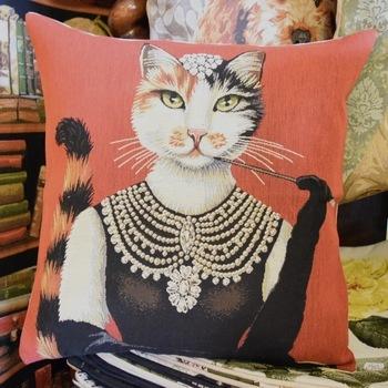 """Audrey hepburn cat habillé"""" (Rouge)  Tapisserie Belge coussin"""