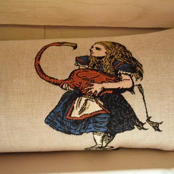 """Alice in wonderland 25x90 cm """"Belgische tapisserie kussen"""""""