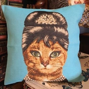"Chat Audrey Hepburn ""Tapisserie Belge coussin"""