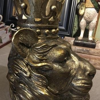 Beeld leeuw kroon