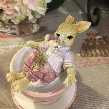 Lapin en tasse de thé rose